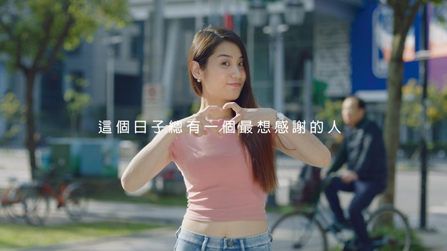 國泰世華銀行母親節短片邀請多位素人表達對母親的感謝,上線一周已逾60萬人瀏覽。圖/公司提供