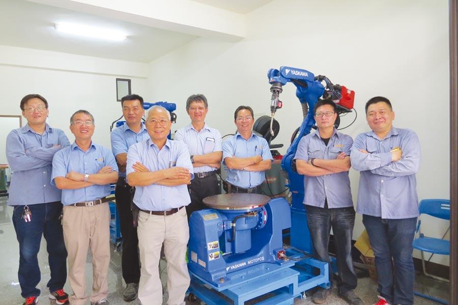安城國際代理世界第一品牌「YASKAWA安川電機」總經理鄭進成(左四)YASKAWA安川電機一級棒。圖/安城國際