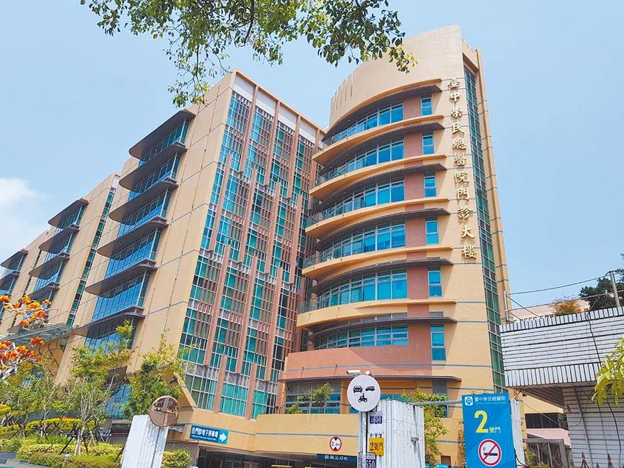 台中榮民總醫院院內日前爆發18人疥瘡群聚感染。(張妍溱攝)