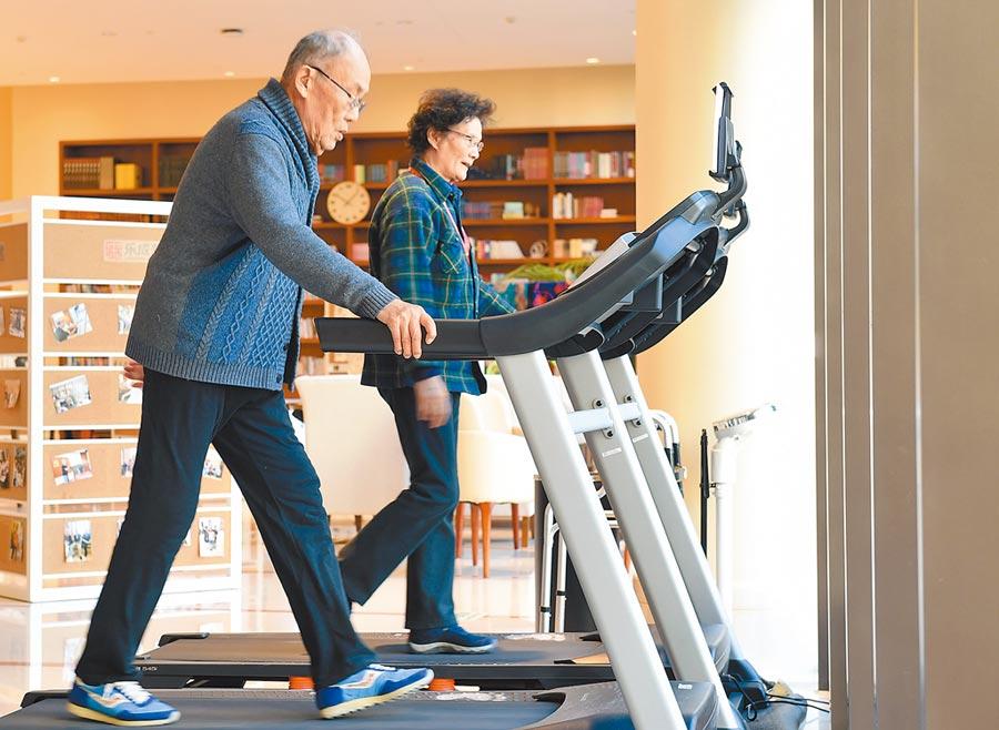 北京社區的老人在健身。(新華社資料照片)