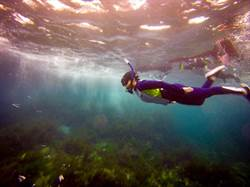 熱愛自由潛水的王怡婷 在永慶房屋朝夢想前進
