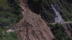 土石坍方過多 阿里山公路預估明中午單線通車