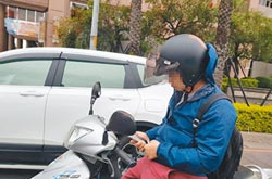 等紅燈滑手機挨罰 灰色地帶車主不服
