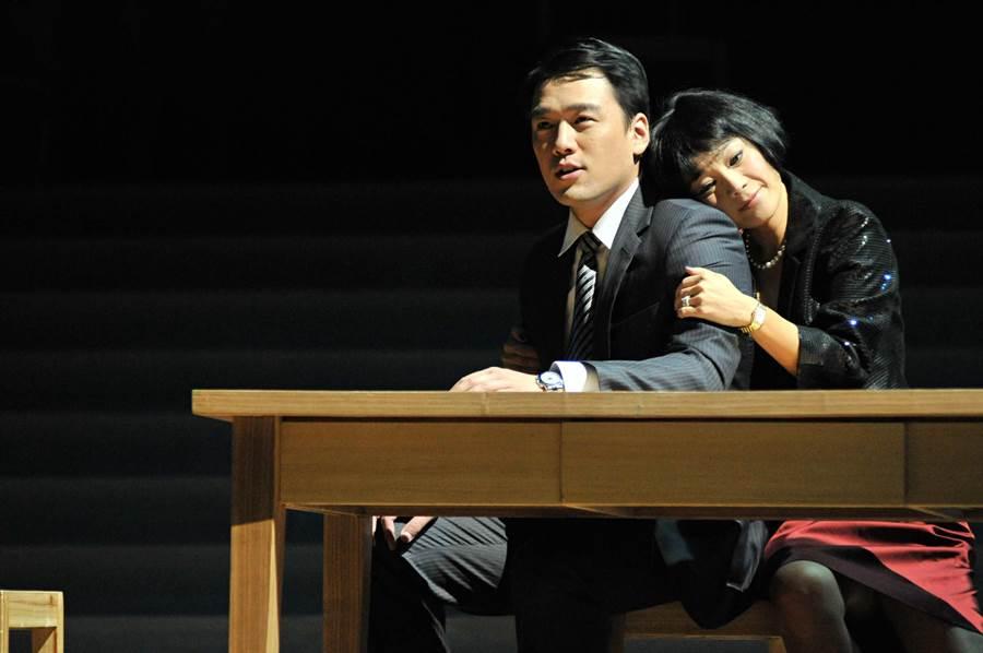 《華麗上班族之生活與生存》由張艾嘉和王耀慶主演。(甲上提供)