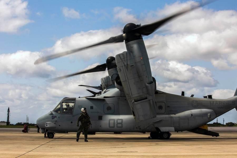 準備由日本沖繩起飛的美陸戰隊魚鷹傾轉旋翼機,每架魚鷹機除3名機組人員之外,還能搭載24名陸戰隊員。(圖/美海軍陸戰隊)