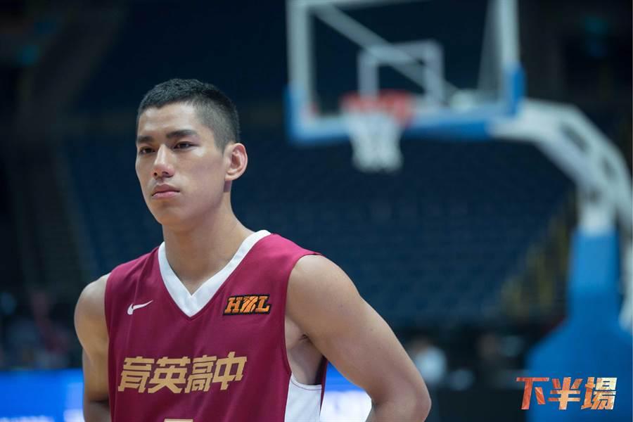 朱軒洋在電影《下半場》飾演育英高中籃球員姜桐豪。(資料照)