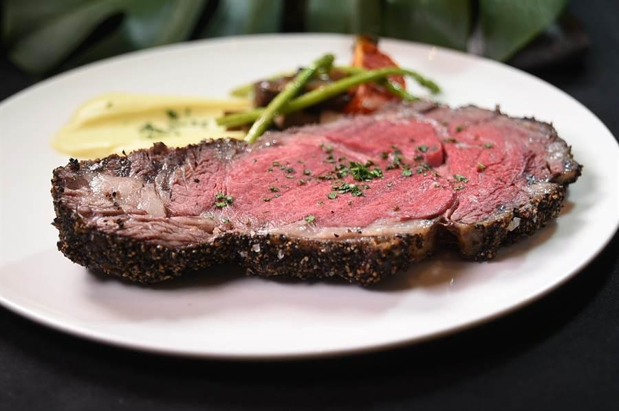 〈Just Cafe' 捷食藝〉假日早午餐菜單有〈美國爐烤肋眼牛排〉可以選擇,且價位非常超值。(圖/姚舜)
