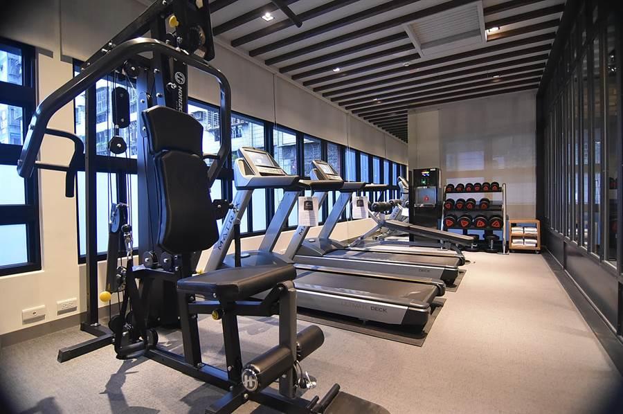 捷絲旅三重館除餐廳外並設有健身房,可讓住客流汗健身。(圖/姚舜)