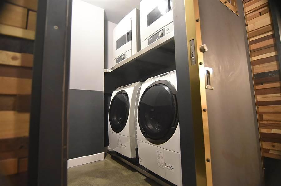 捷絲旅三重館備有現代化的洗衣機,房客可自助洗衣。(圖/姚舜)