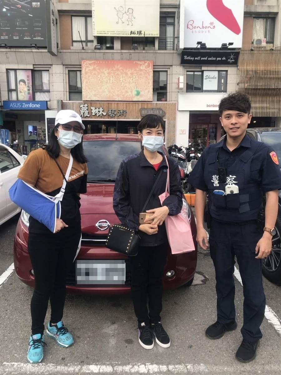 員警憑藉對對轄區的認識,按圖索驥,判斷出車子正確的停放位置,終於協助吳、黃兩人找到愛車。(馮惠宜翻攝)