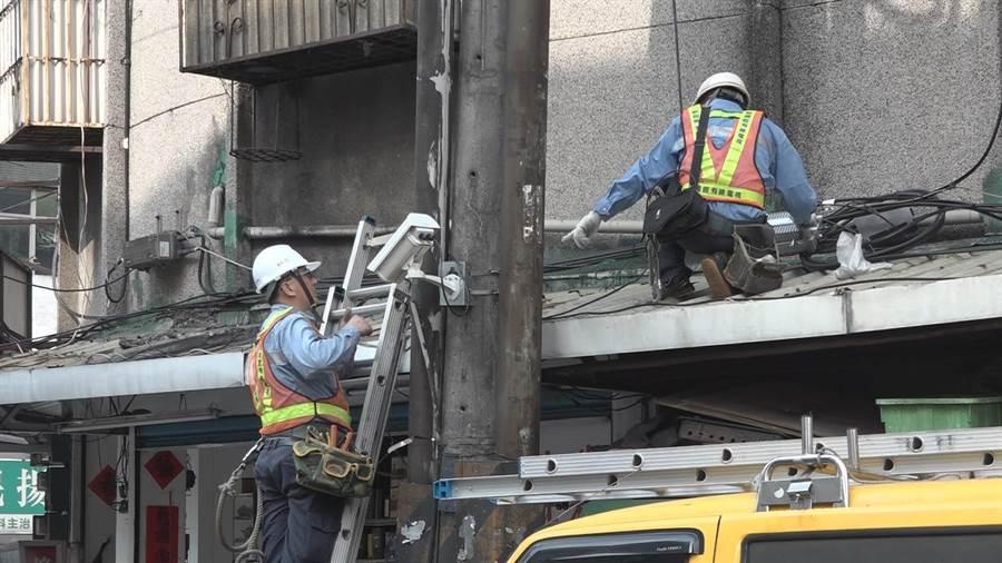 新北市13家有線系統業者共同建置「新北有線公共監測平台」,今年再度與業者合作,增設40個監測點,使得範圍涵蓋全市29區,讓防汛系統更完備。(譚宇哲翻攝)