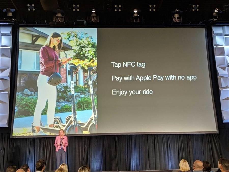 蘋果 Apple Pay 副總裁 Jennifer Bailey 在 TRANSACT 大會公布,iPhone 中的 NFC 功能將可支援 NFC Tags 。(圖/翻攝Twitter)