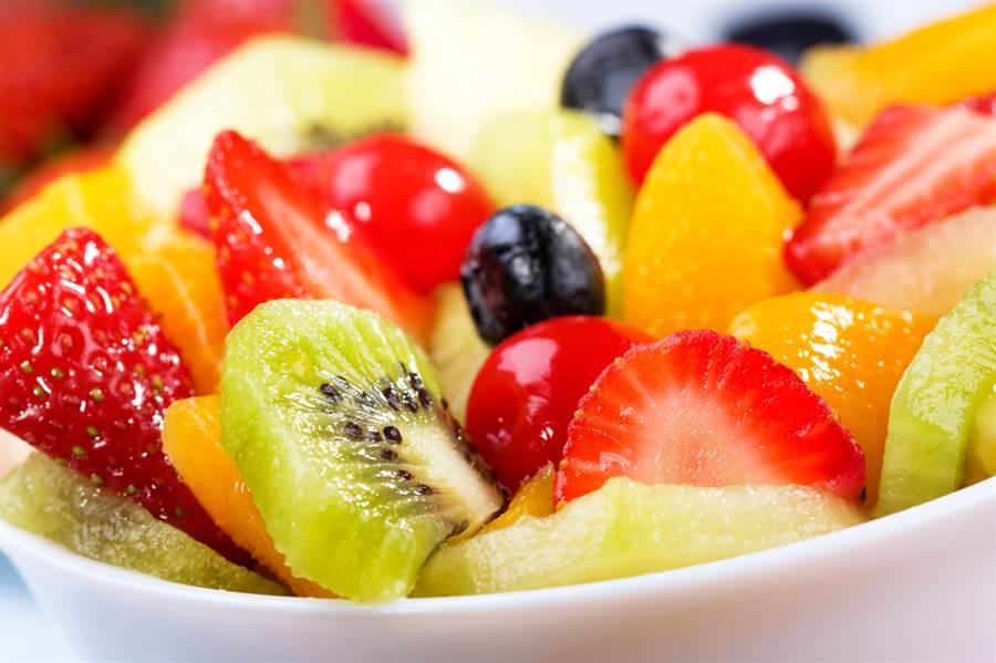 水果當晚餐母湯!醫曝恐怖致命傷。(達志影像)