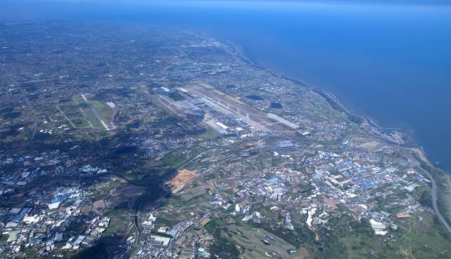桃園市長鄭文燦指出,航空城計畫有第二個自由貿易港區,自由貿易港區只是一個概念,裡面包括人流、物流、金流,甚至各方面法規限制鬆綁。(資料照片:甘嘉雯翻攝)