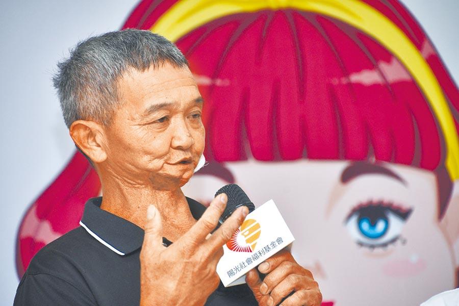 台東賣菜郎因口腔癌手術導致顏面改變,13日分享他面對外界的不友善對待。(莊哲權攝)