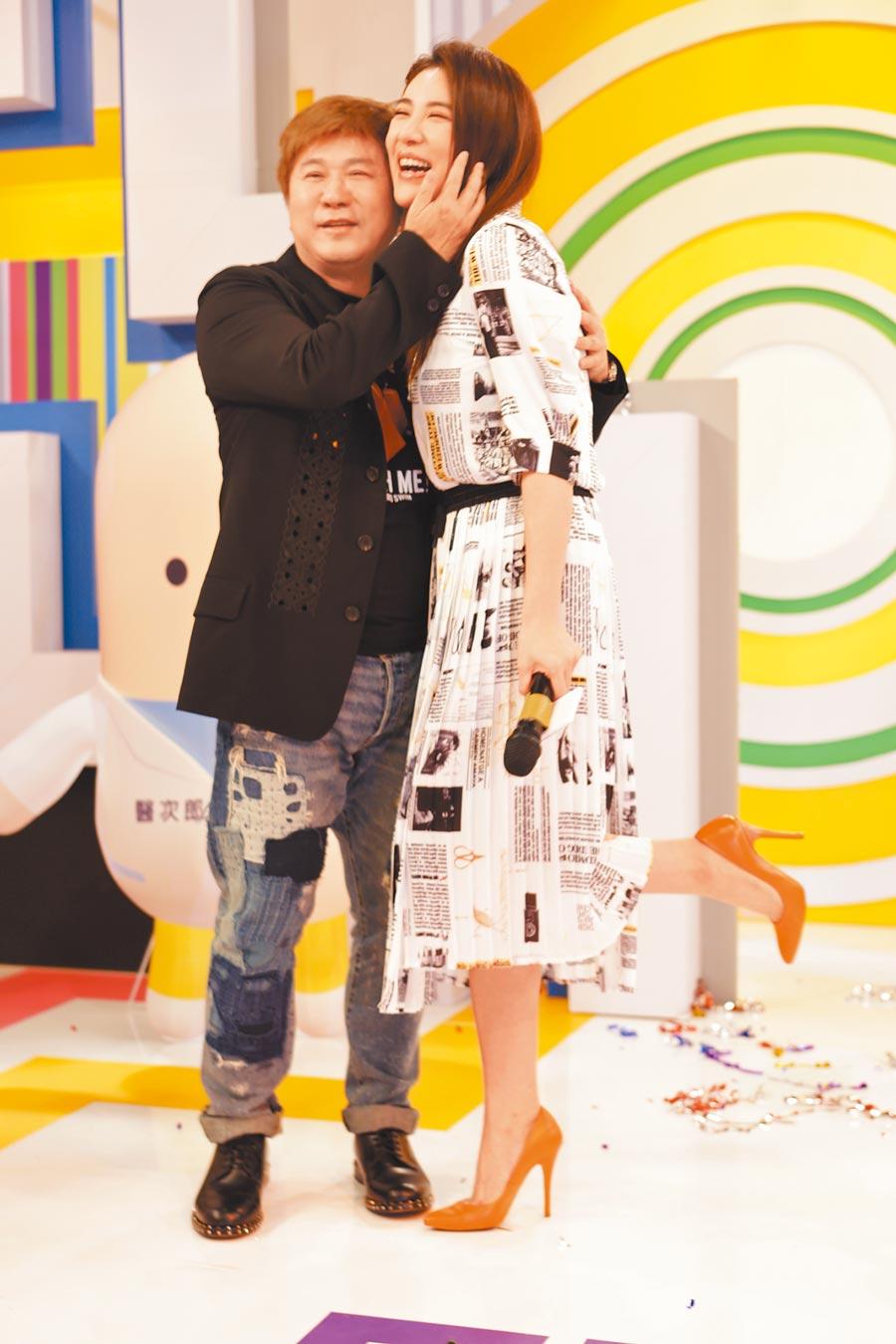 胡瓜(左)昨為女兒小禎的新節目站台。
