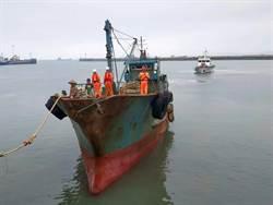 海巡遠征烏坵海域 掃蕩越界大陸漁船