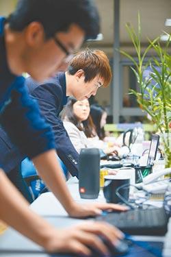 陸薪資年成長8.7% IT業領最多