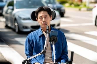 申河均坐輪椅秀嘴功 馬路狂飆心驚驚