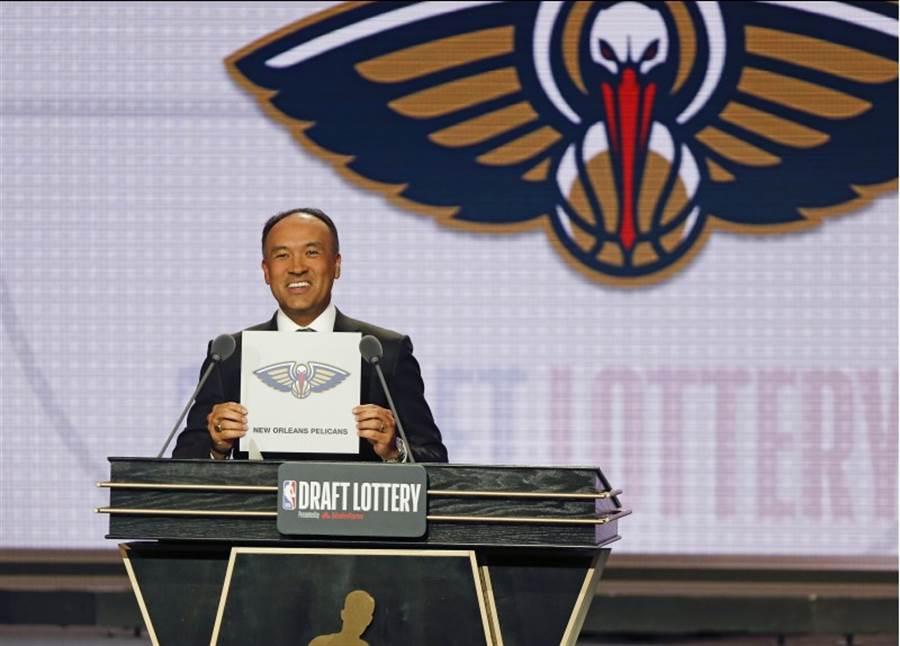 昨日的NBA選秀樂透抽籤收視率創下史上新高紀錄,最終鵜鶘憑藉著6%機率獲得選秀狀元籤。(美聯社資料照)