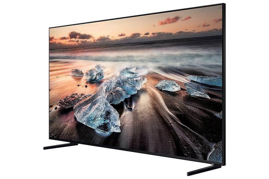 大尺寸電視已經成為現代人挑選電視的主流趨勢,三星QLED 8K量子電視75、82吋大螢幕擁有窄邊框和細緻的腳架,不佔空間的設計完美實踐居家美學。