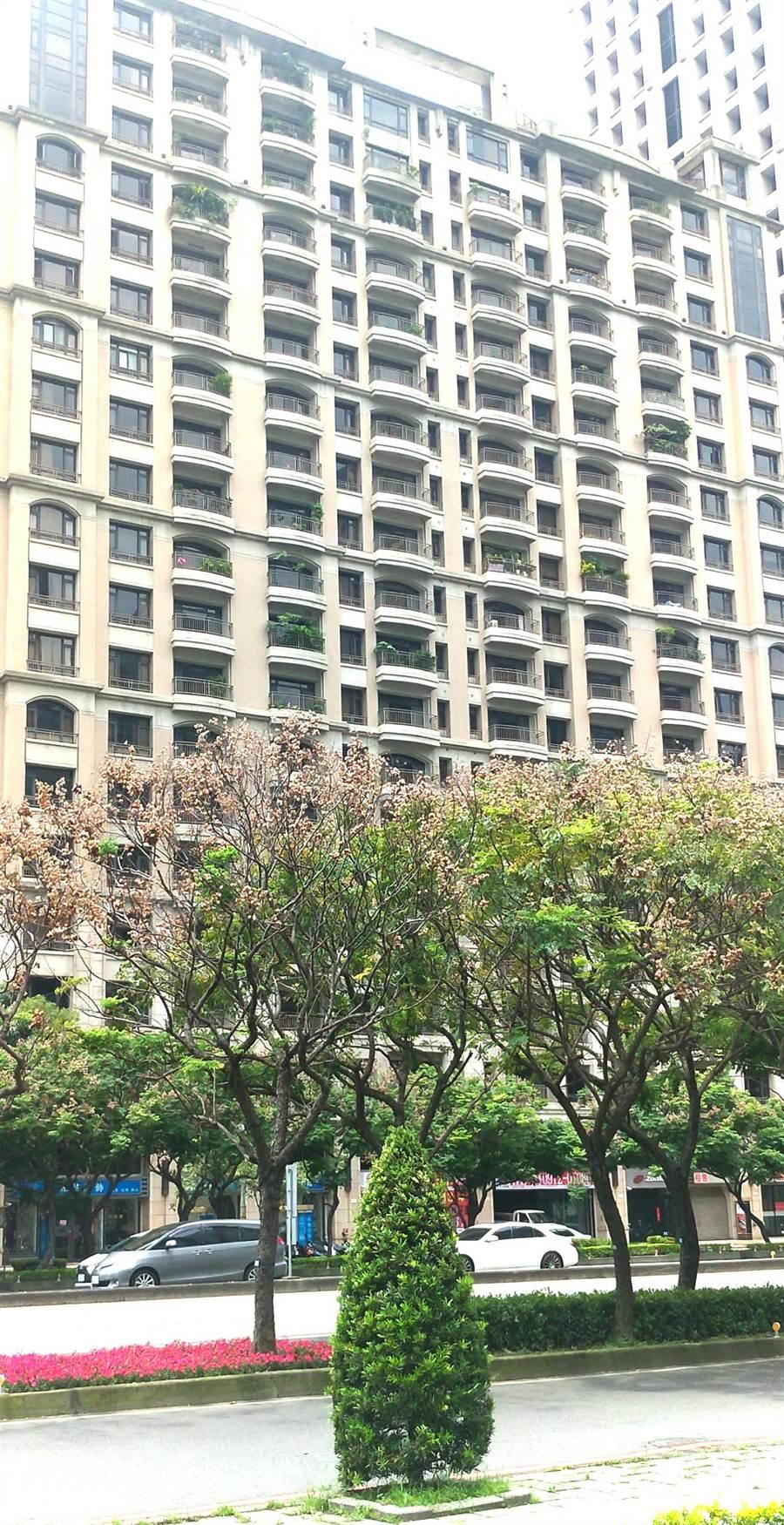 一名在台中市西屯區租屋的黃姓女子,14日晚上11點多,從租屋處10樓墜樓身亡。(盧金足攝)