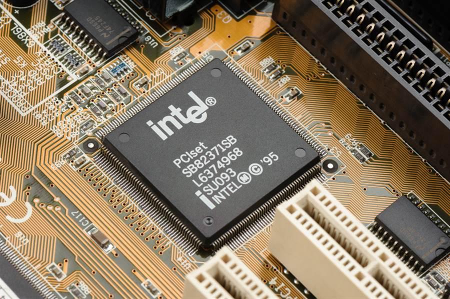 英特爾晶片又爆出漏洞,影響自 2011 年起發表的多款晶片。(達志影像/shutterstock提供)
