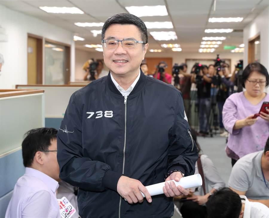 民進黨主席卓榮泰15日出席中常會前表示,總統參選人5人協調小組希望能夠協調出讓所有參選人都滿意的方案。 (鄭任南攝)