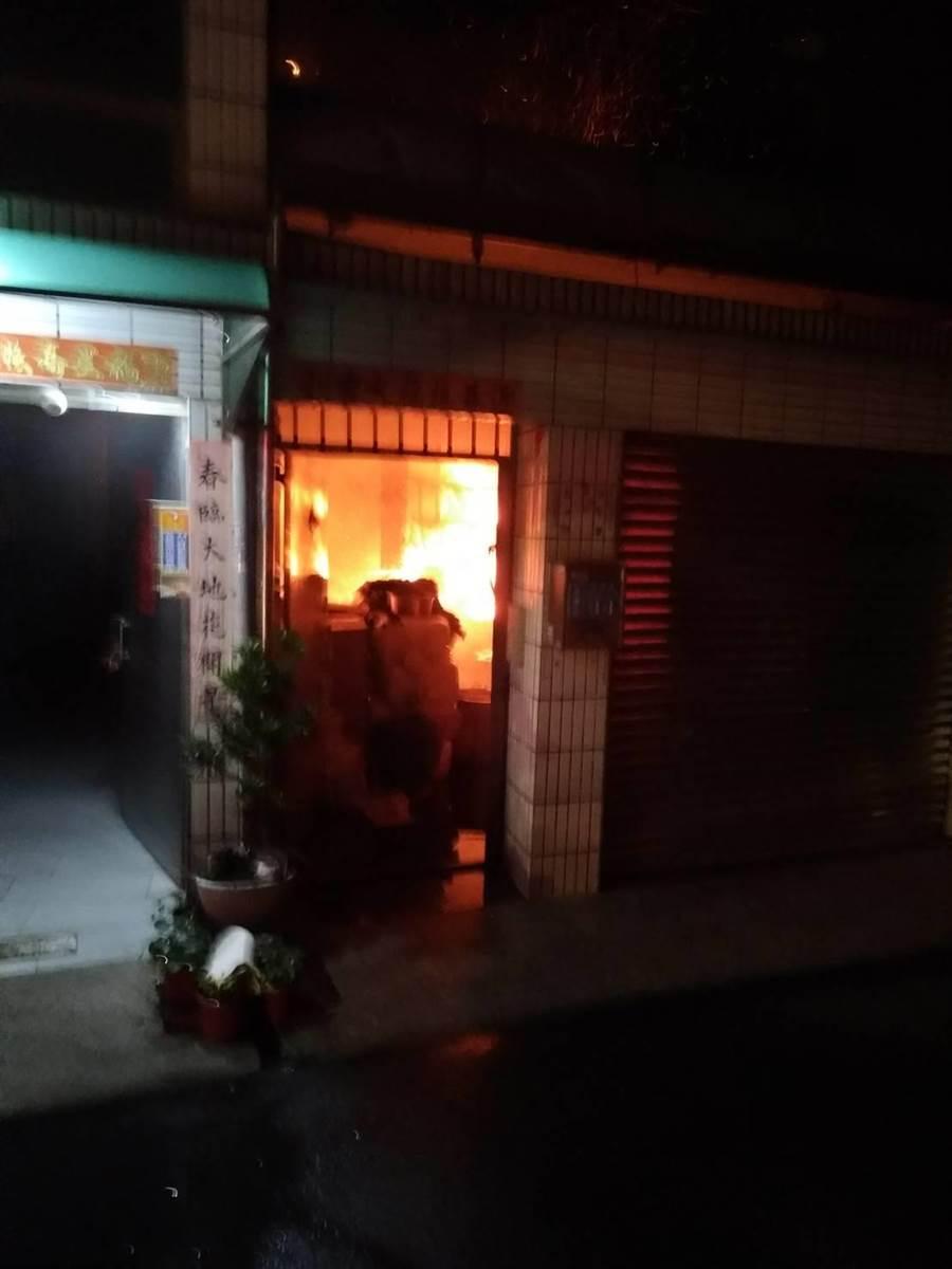 台南市永康自強路15日凌晨傳出住宅火警。(曹婷婷翻攝)