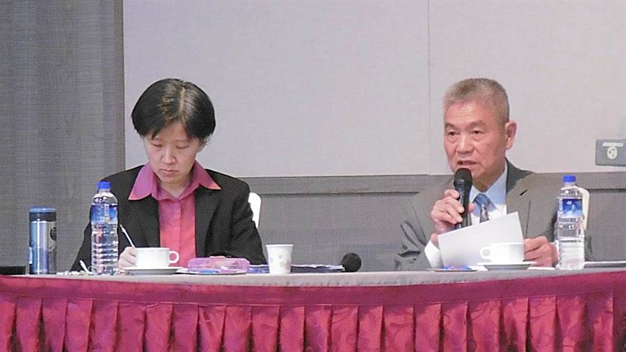 同欣電總經理呂紹萍(右)、財務長黃嘉麗(左)。(林資傑攝)