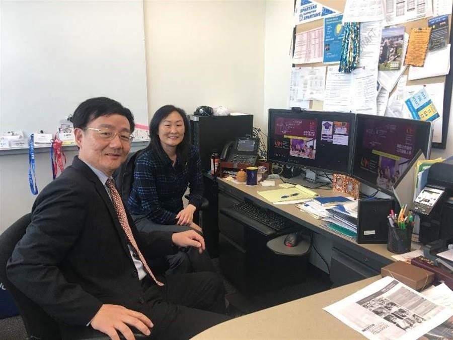 逢甲大學教授李英德(左起)拜訪美國加州聖荷西州立大學工學院副院長Jinny Rhee。(逢甲大學提供)