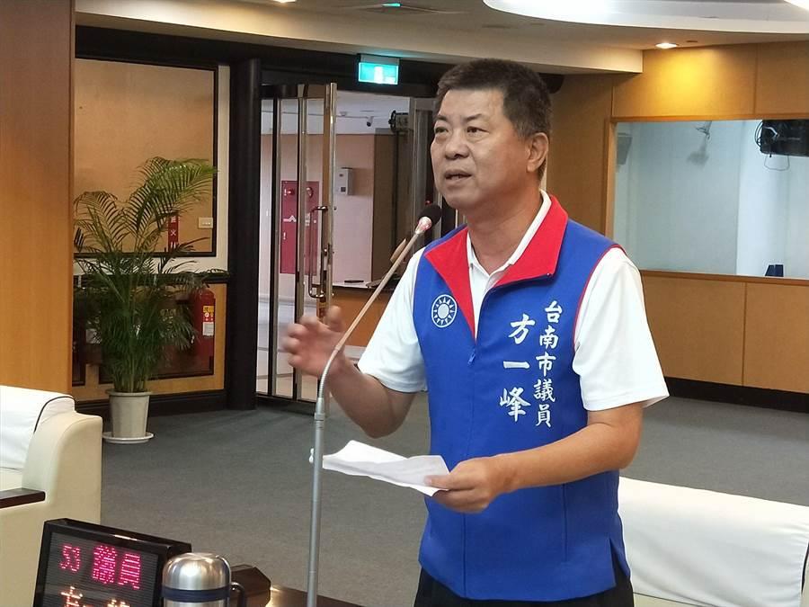 台南市七股漁民陳情反漁電專區審查,議員方一峰發言支持。(洪榮志攝)