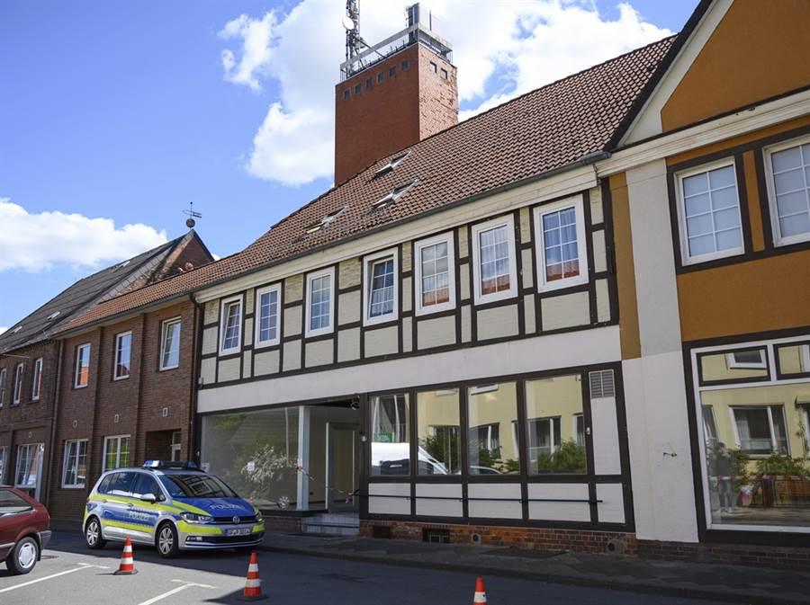德國警方在西北部下薩克森邦維廷根鎮一處公寓再發現2女屍。(圖/美聯社)