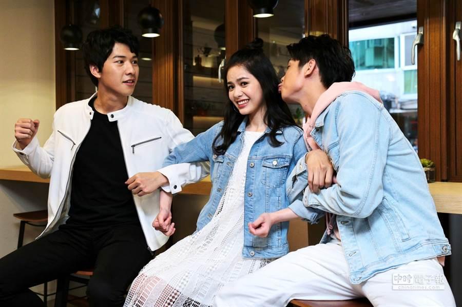 週日偶像劇《月村歡迎你》三位新演員(左起)廖偉博、吳欣芸、于成炘。(圖/記者廖映翔攝)