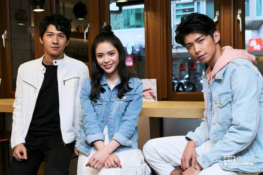 吳欣芸(中)在劇中飾演小馬妹在診所中的俏護士,而于成炘(右)與廖偉博(左)則是隔壁村的小混混與村子中準備考研究所的書呆子學生。(圖/記者廖映翔攝)