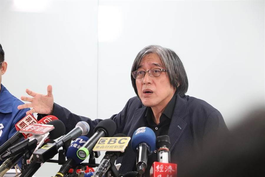 (圖網家董座詹宏志今召開記者會痛批立委,強調「如果弊案在我這邊,可以把我頭拿下來」。圖:劉季清)