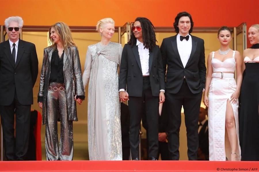 吉姆贾木许携演员们出席《逝者未亡》开幕会。