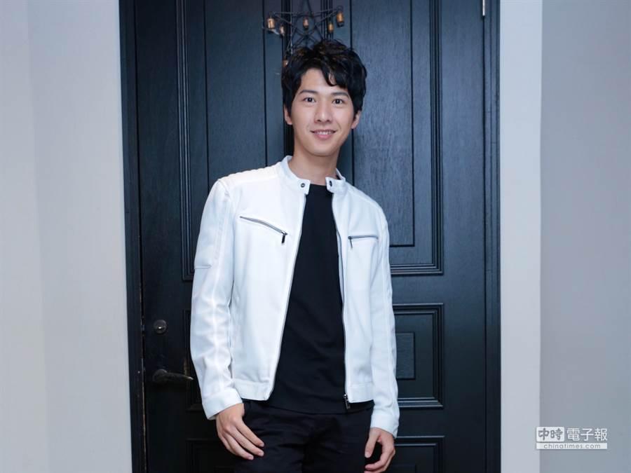 廖偉博在《月村歡迎你》中飾演準備考研究所的書呆子,現實中的他其實是機械系畢業的工科帥哥。(圖/記者廖映翔攝)