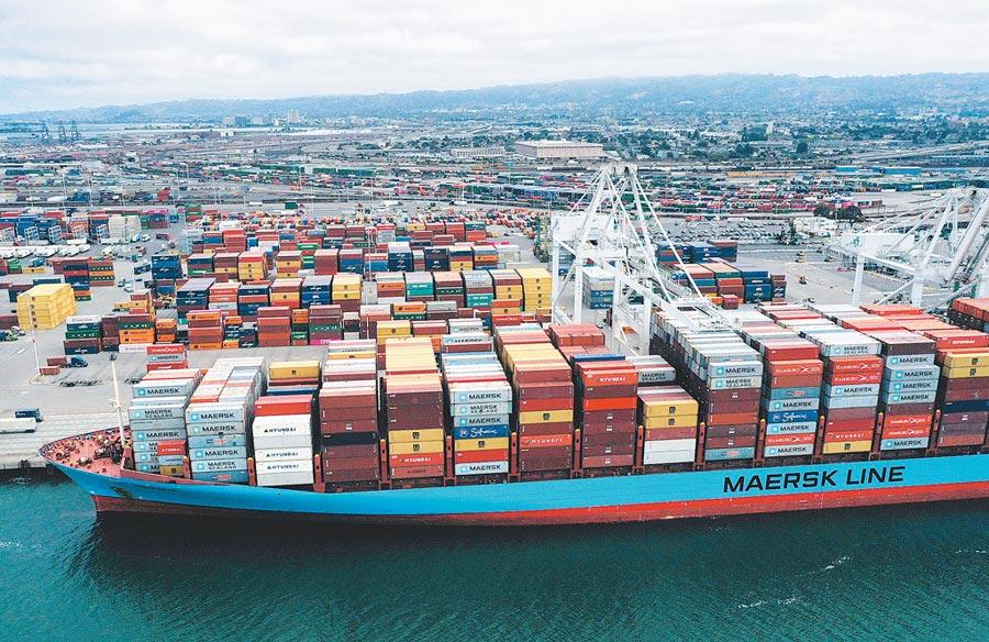 美國貿易代表署(USTR)13日針對陸輸美價值3250億美元商品公布最高25%關稅的加稅清單,品項幾乎涵蓋所有先前未加徵關稅的商品。貿易戰情勢將持續升高,台灣電子零組件出口也會受到衝擊。(法新社)