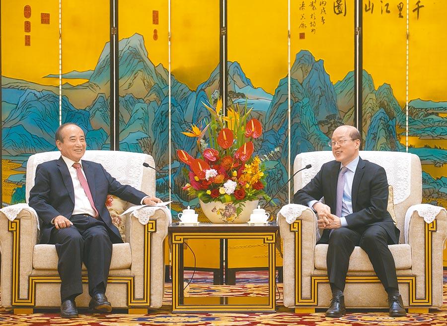 5月8日,國台辦主任劉結一(右)在廈門會見前立法院長王金平。(中新社)