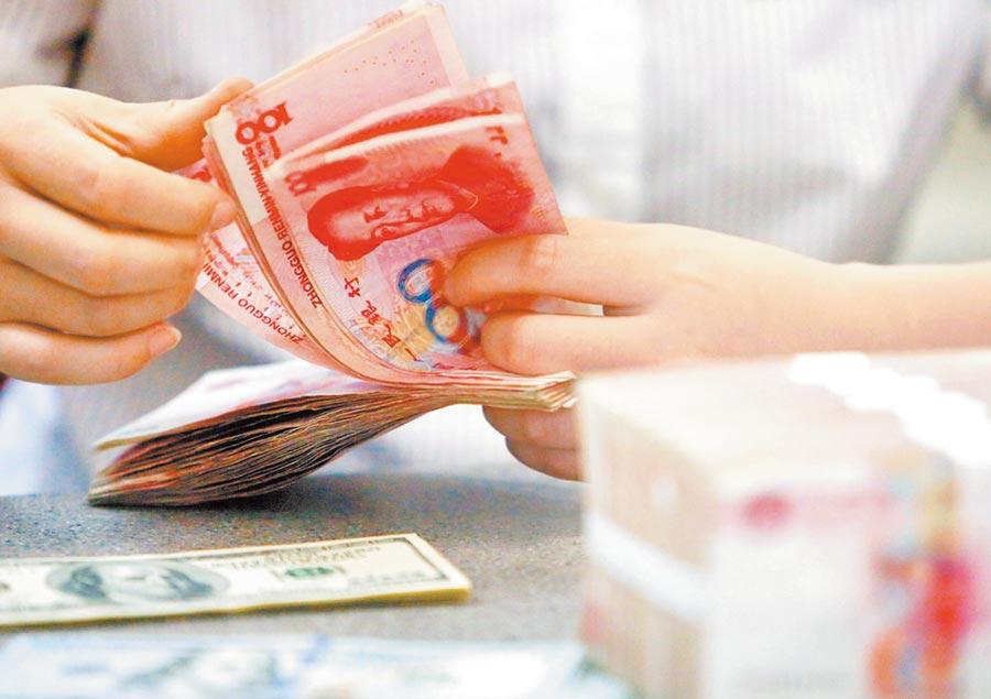 人民幣匯價雖短期承壓,但預計不會出現持續大幅貶值。(新華社資料照片)