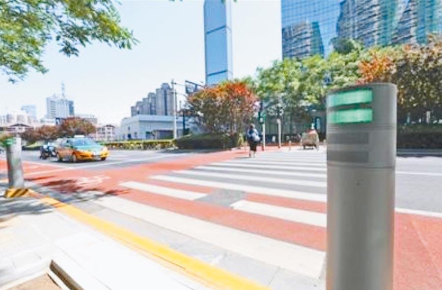 行人通過北京金桐東路路口斑馬線時,會聽到語音提示。(取自《新京報》)