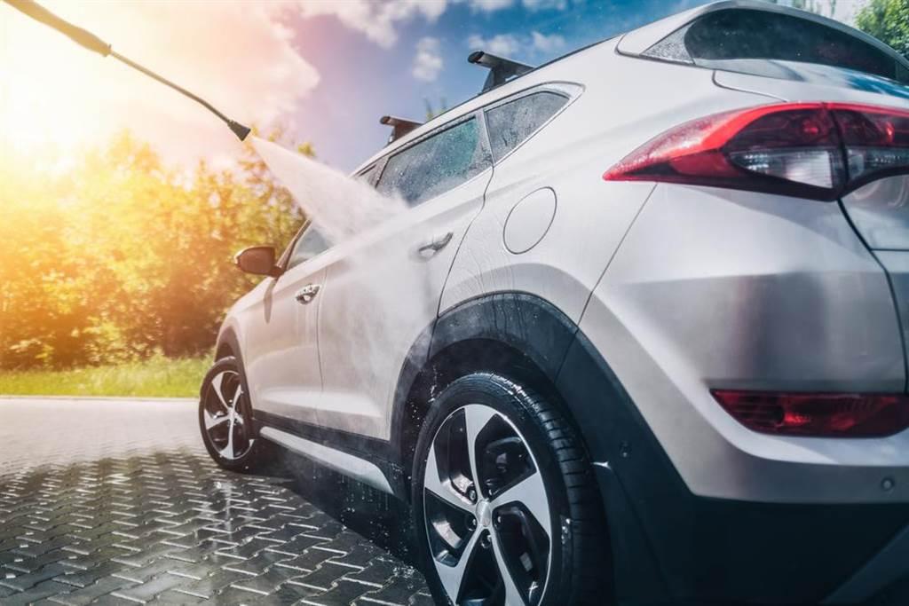 許多人清潔車子時,常忽略車內清潔。(圖/達志影像)