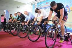韓國瑜踩自行車 力挺台灣盃國際自由車場地經典賽