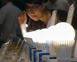 研調:全球LED燈泡價格緩慢下跌