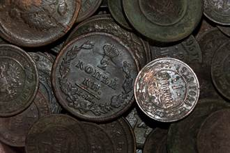 村莊挖出「4噸古錢幣」 窖藏坑曝光專家驚呆