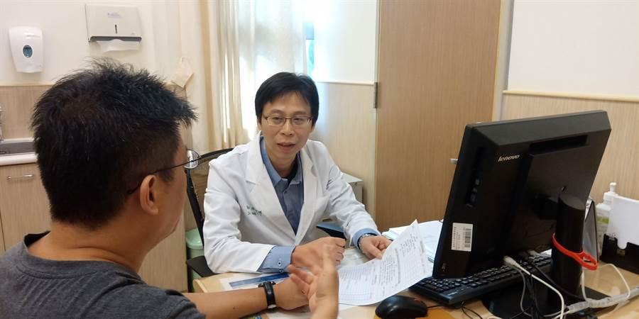 安南醫院精神科主任張俊鴻指出,男女患思覺失調症比例差不多,男生發病較女性早。(安南醫院提供)