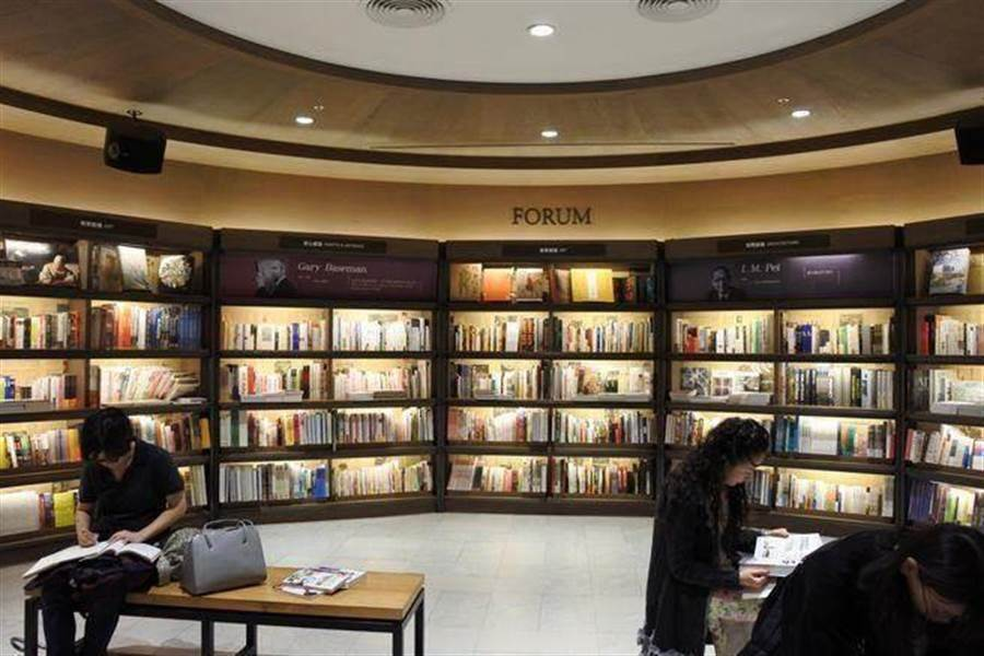 誠品松菸2樓書店區。(報系資料照 林宜靜攝)