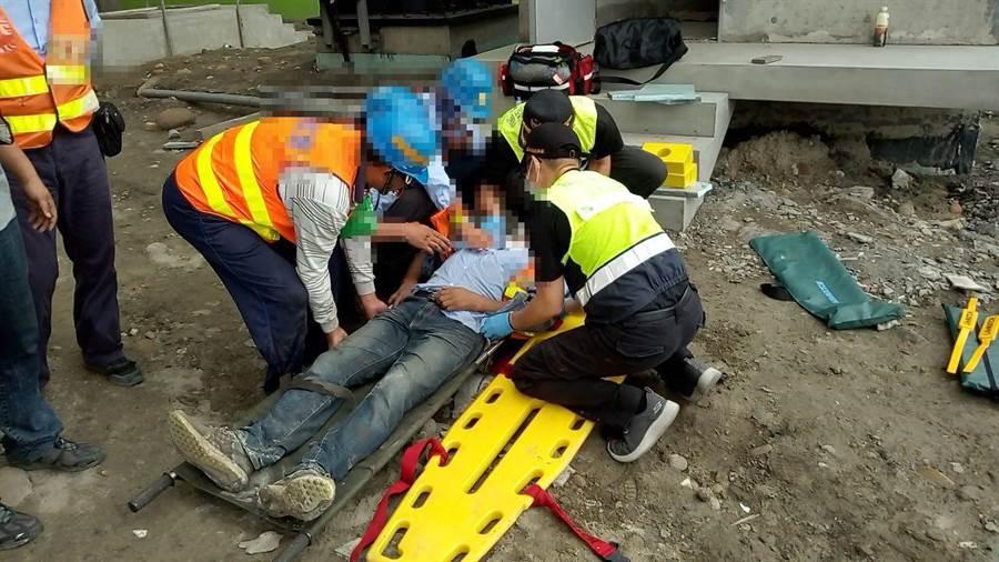 工人全身骨折送医。