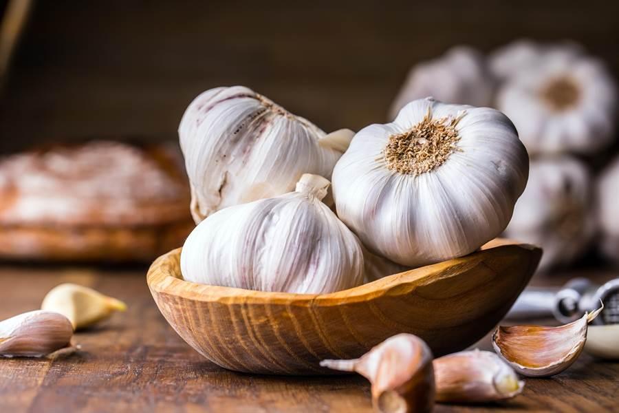蒜裡含有營養的蒜素,但經過大火快炒,營養容易流失。(圖/達志影像)